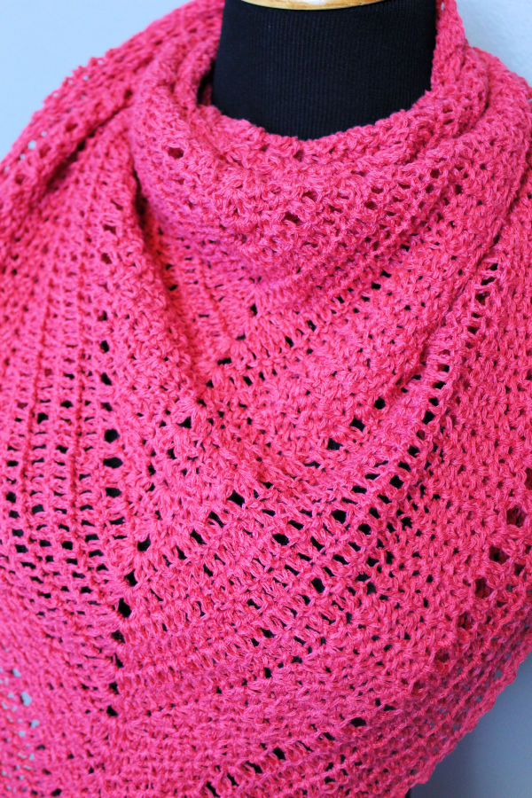 Close up of the Meadowsweet Shawl.